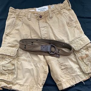 Distressed shorts with belt